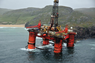 Oil Rig Transocean Winner Successfully Towed Off Rocks in Outer Hebrides