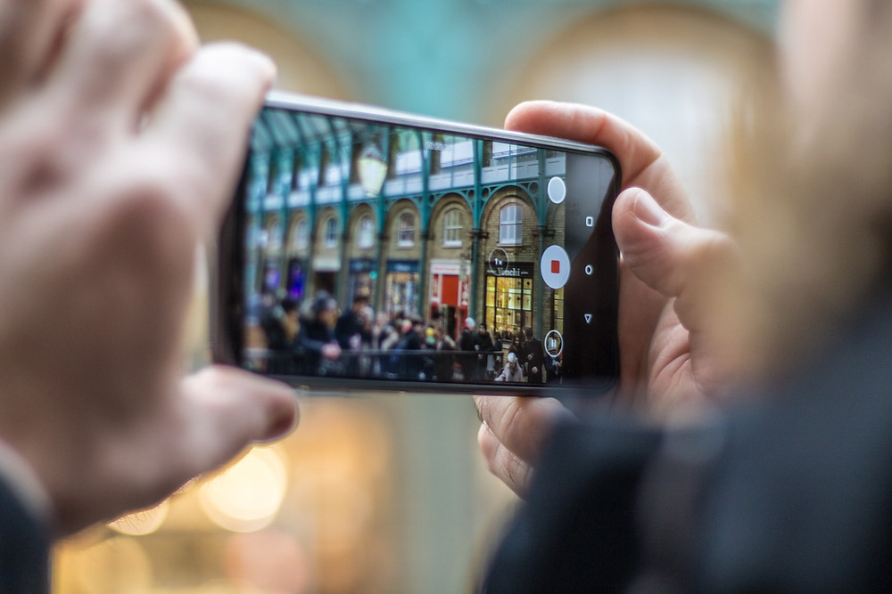 video smartphone social media