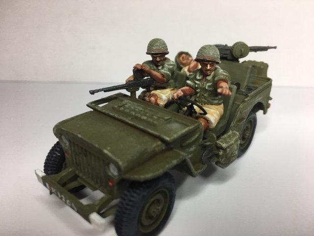Indochine jeep française soldats avec casque