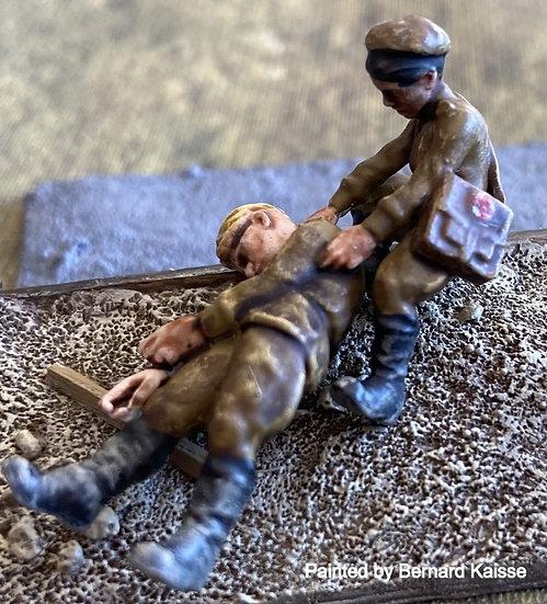 Femme médecin et soldat russe ww2