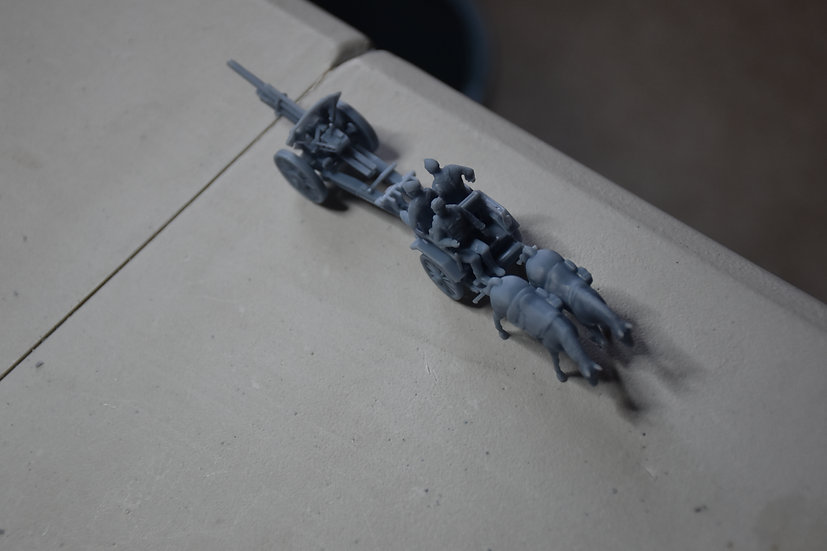 feldhaubitze 105 mm en attelage (canon allemand)