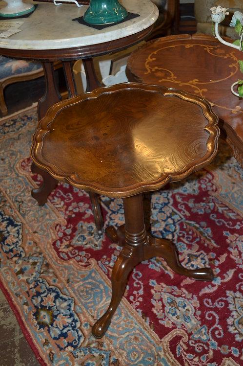 Oak scallop round pedestal side table