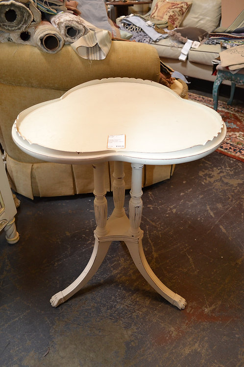 CREME PAINTED CLOVER TOP TRILEG SIDE TABLE- 21x28