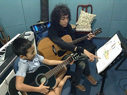 Biondi - guitar lesson 2.JPG