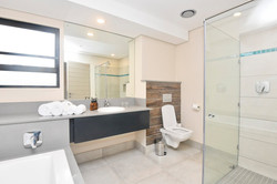 luxury-room-bathroom-large_orig