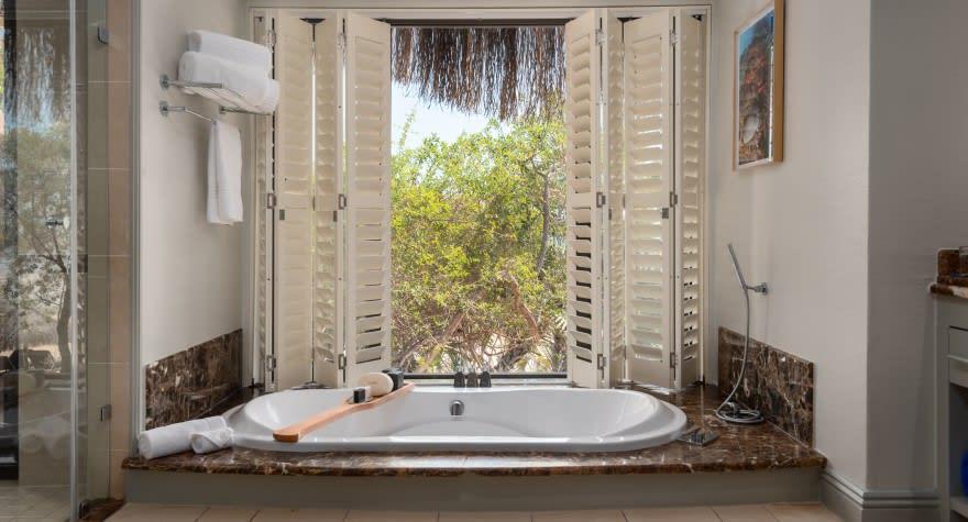 beach-pool-villa-and-beach-villa_bathroo