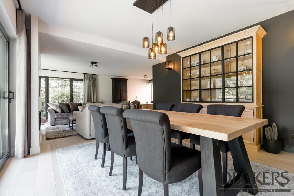 Interieur Woonkamer Eiken : Woonkamer eiken tafel en kast met metalen frame