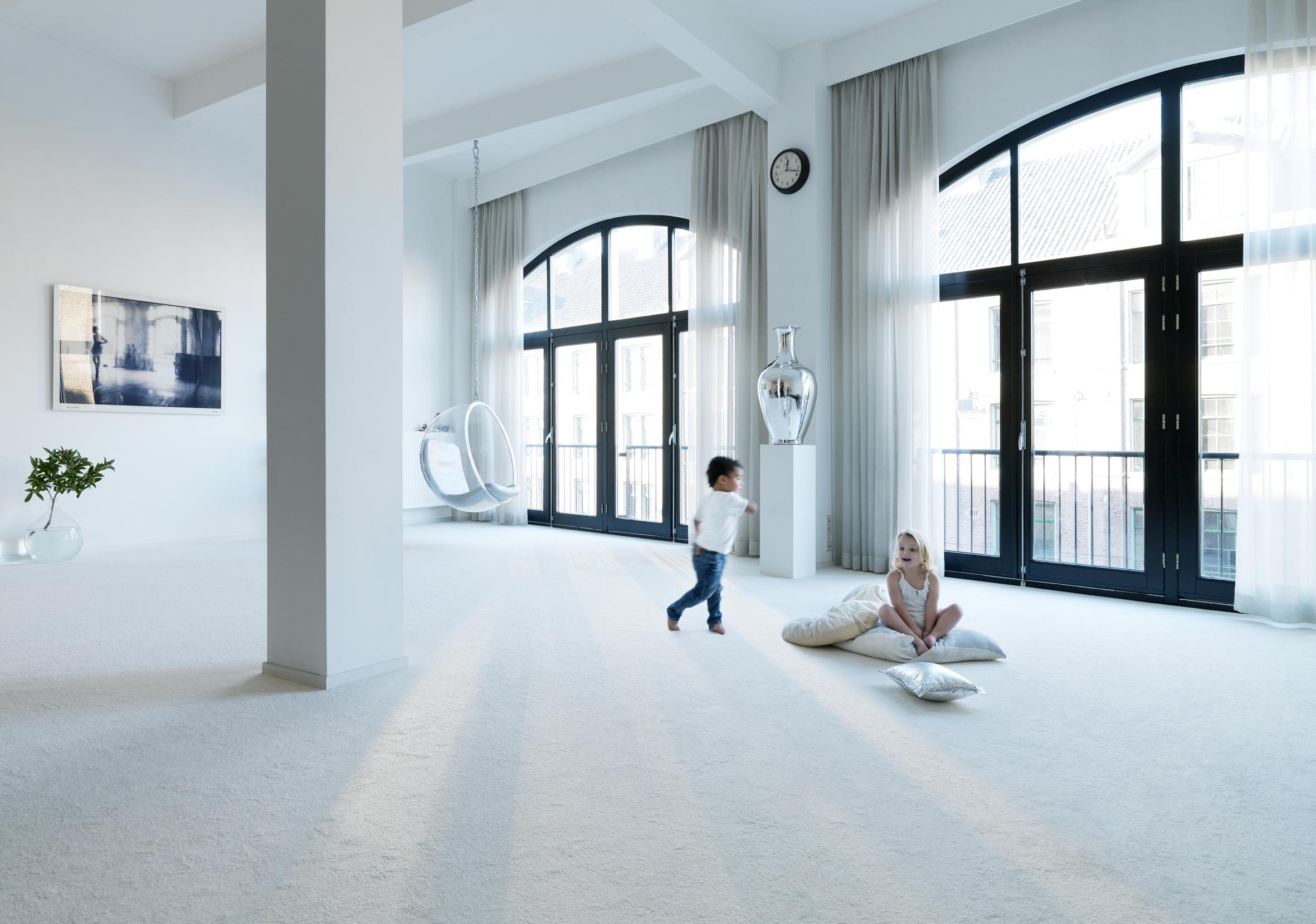 Stijlvol wit vast tapijt