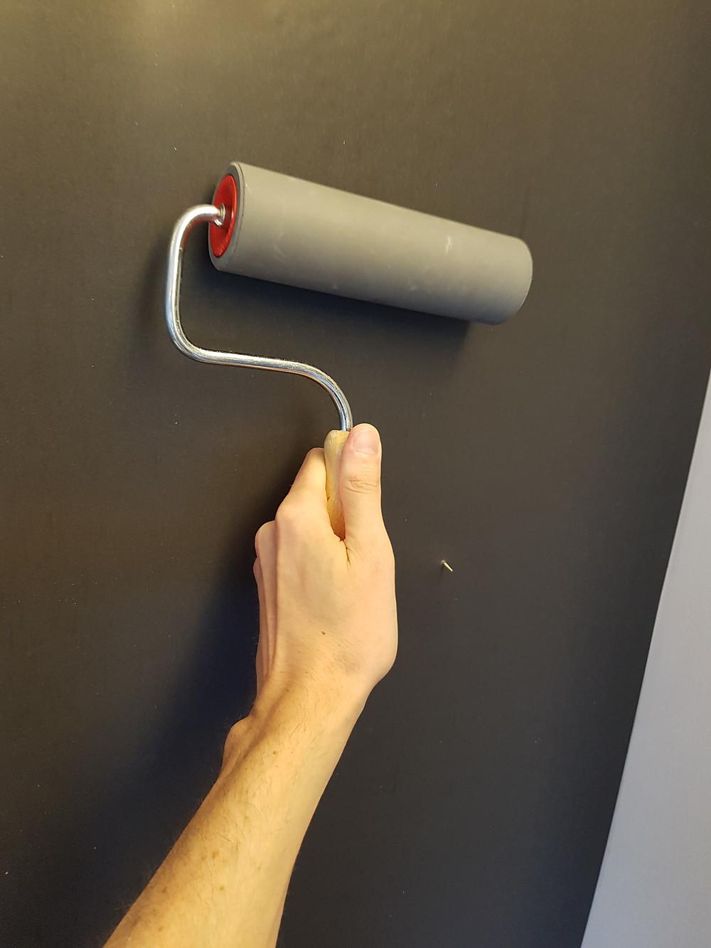 aanduwen van magneetbehang