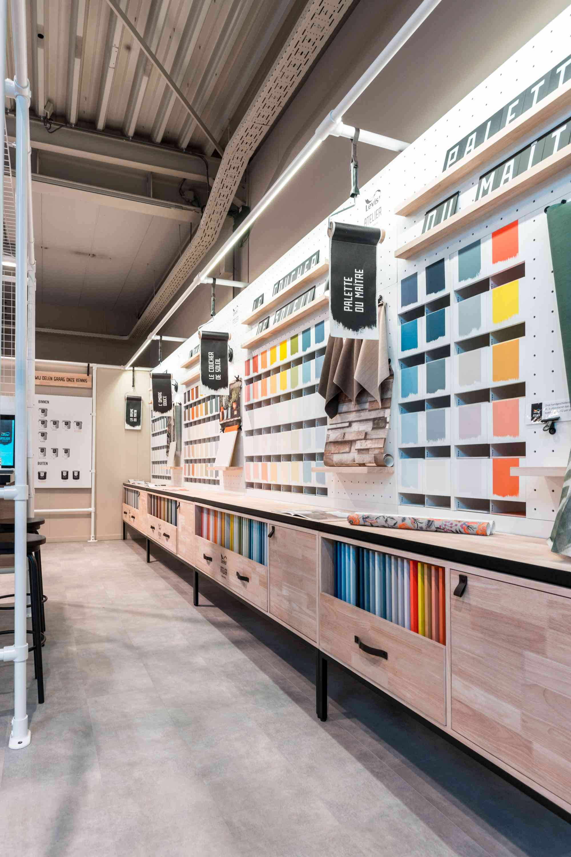 Levis Atelier verf stand
