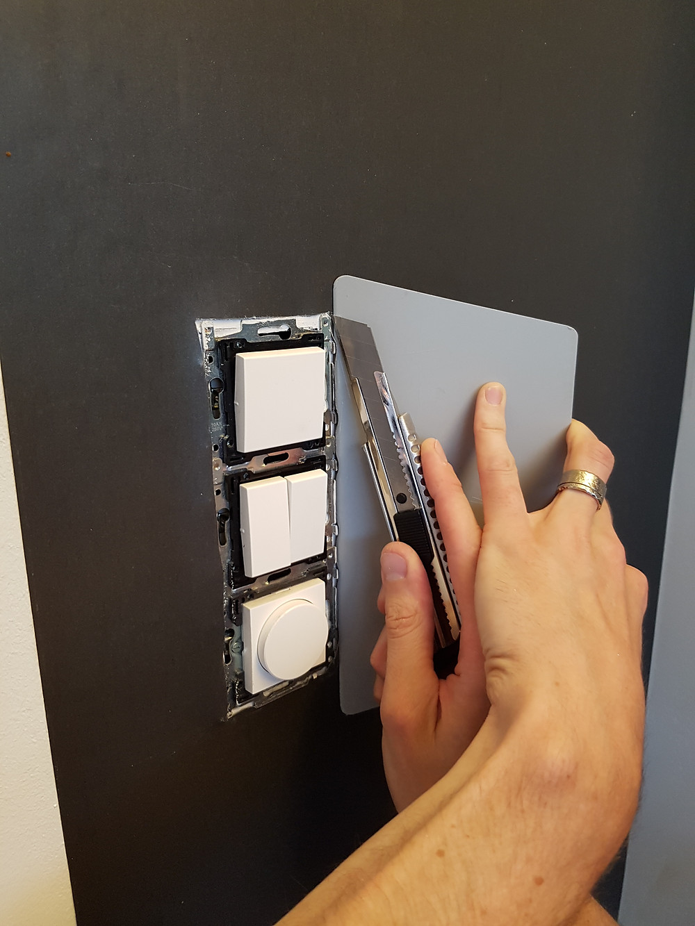 Afsnijden magneetbehang