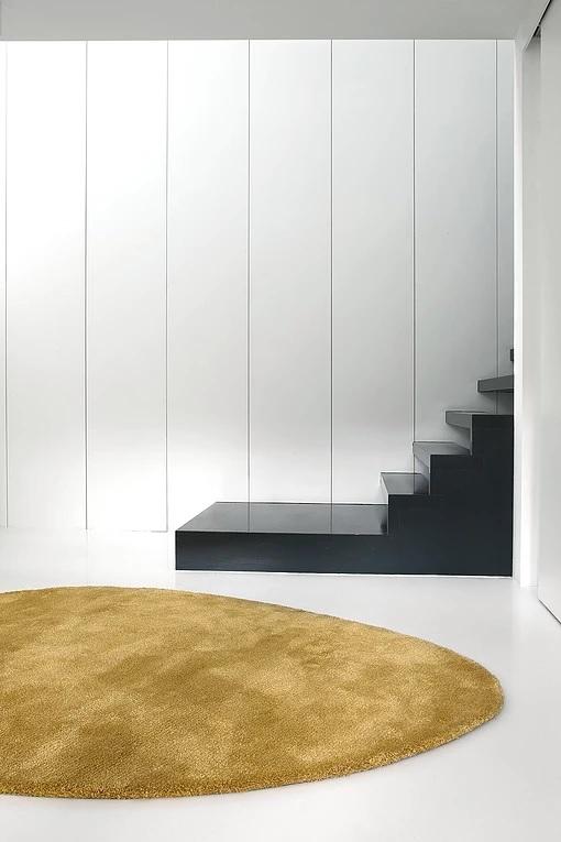 Cirkelvormig okergeel tapijt