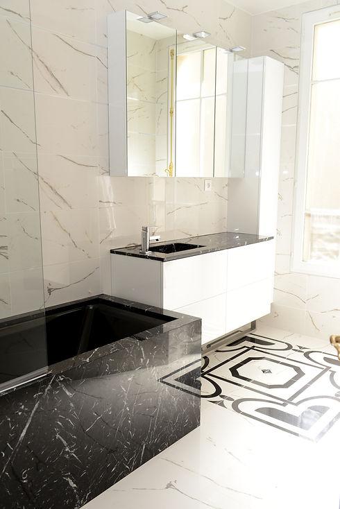 salle de bains de luxe marbre.JPG