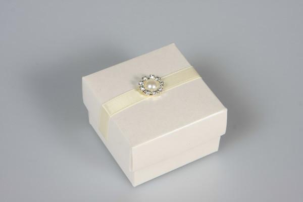 Pearl favour box.jpg
