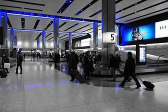 baggage-hall-775540_1920.jpg