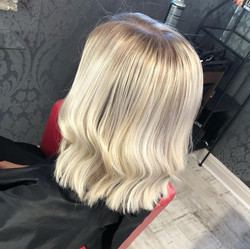 icy blonde root stretch