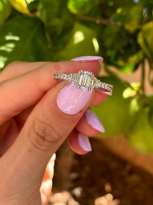 The Classic Three - טבעת שְׁלֹשׁ האבנים הקלאסית