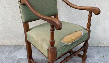 Ce fauteuil Napoléon avait bien besoin d'être retapissé