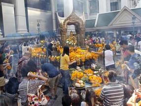 Explosión de una bomba en el centro de Bangkok dejó doce muertos
