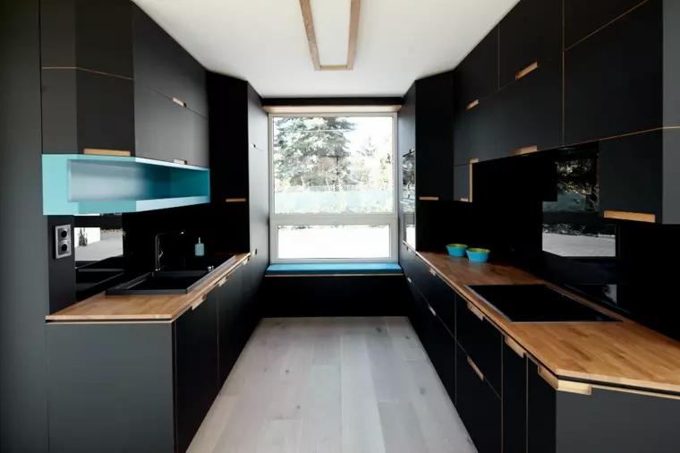 Mobiliario negro de cocina