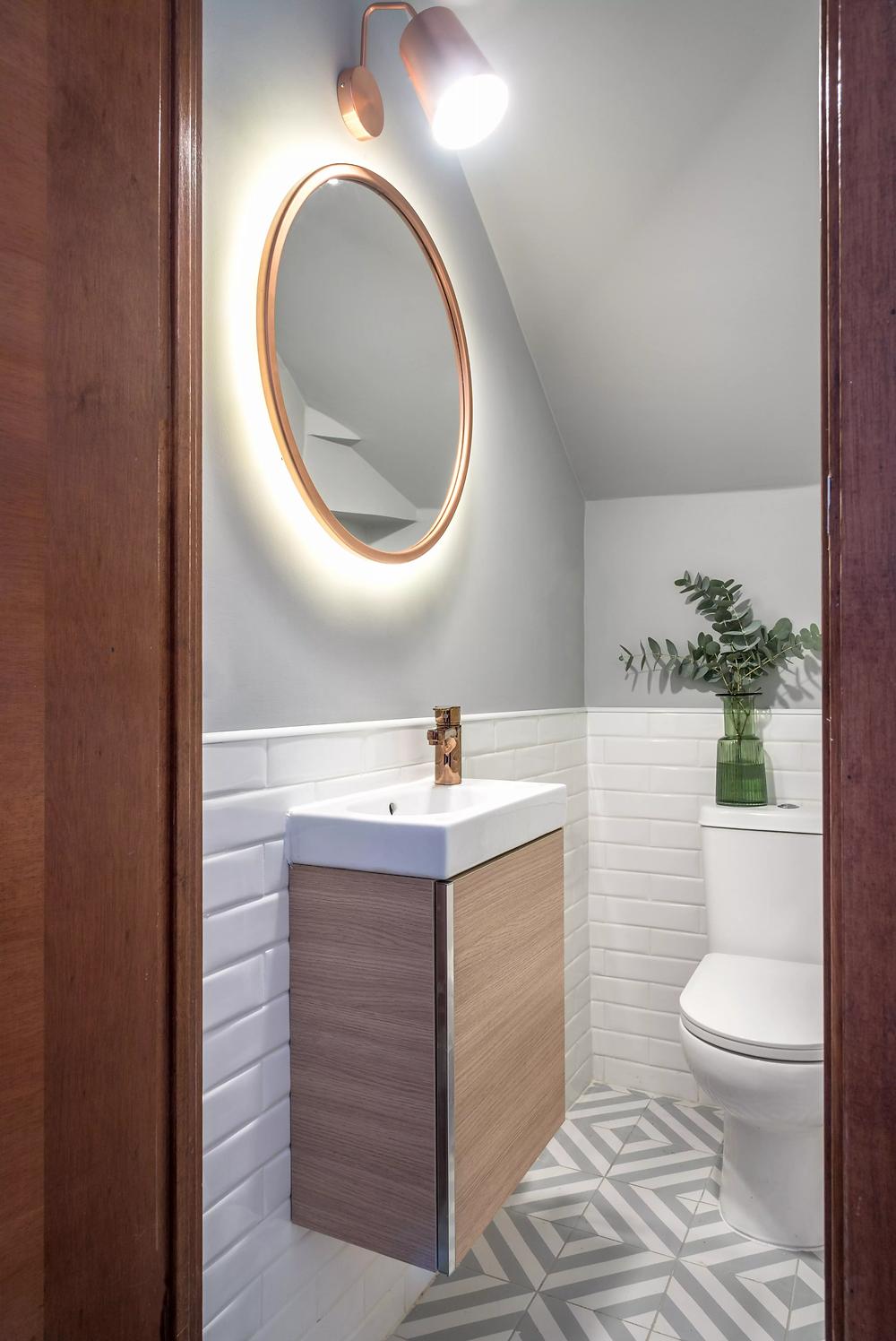 Espejo redondo con iluminación indirecta