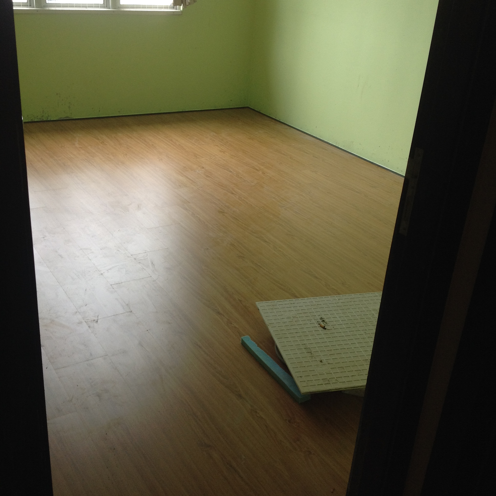 Laminate Floor- Room