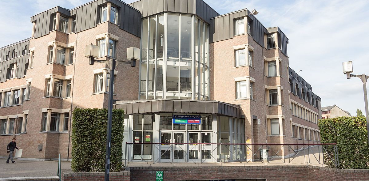 Louvain-la-Neuve_-_Collège_des_Doyens.jp