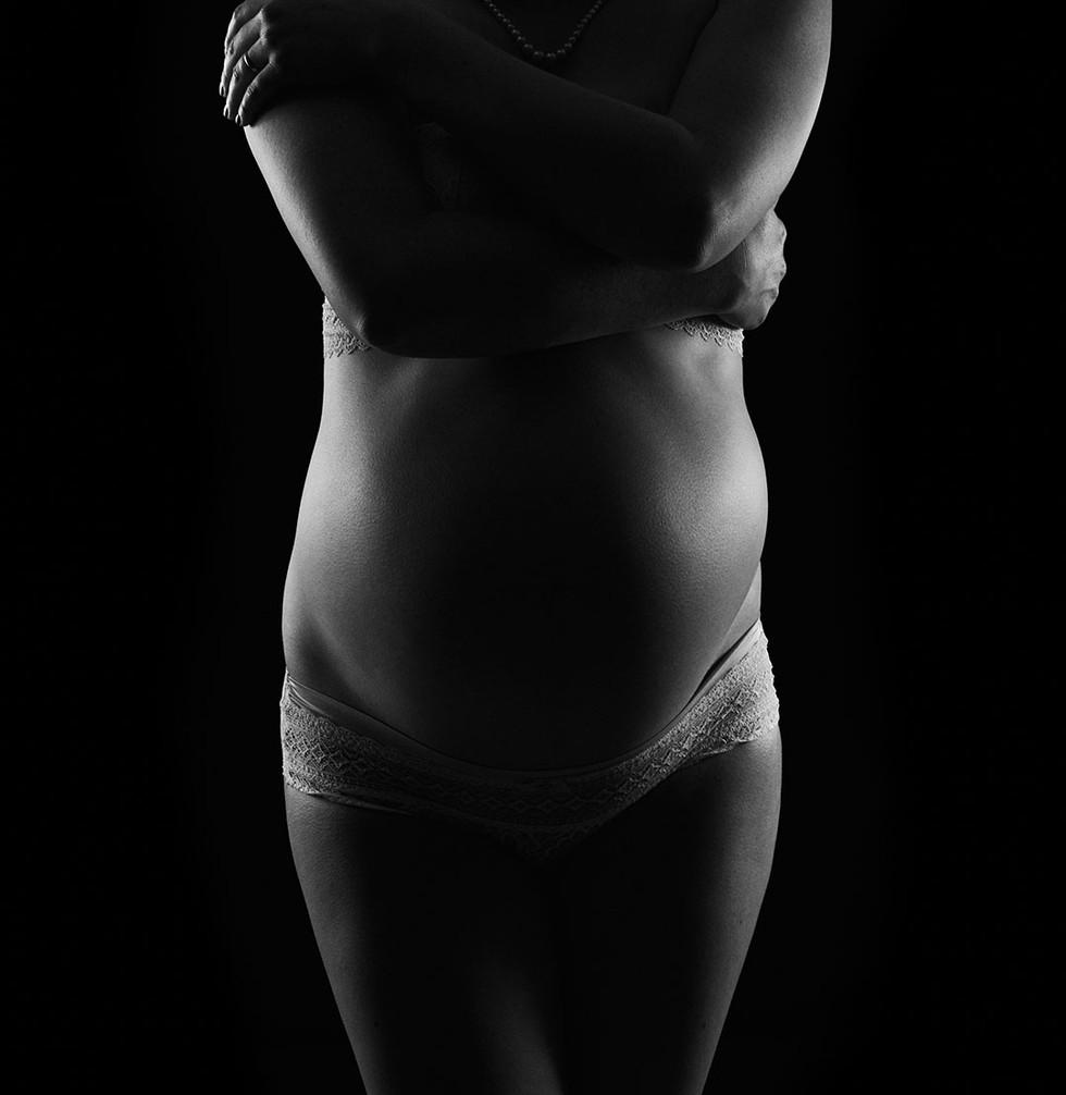 Schwangerschafts-Fotoshooting in Köln | Stilvolle Aktbiler und moderne Babybauch-Fotos