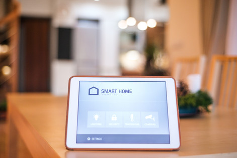 a-tablet-with-smart-home-screen-PWYTVQ7