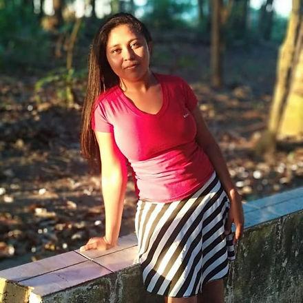 Sou natural do Maranhão, mas agora moro no Pará, moro aqui desde os meus 10 anos. Tenho 22 anos, sou casada, não tenho filhos. Sou estudante de Engenharia de materiais. Atualmente sou Professora de inglês. estou aprendendo espanhol também e futuramente pretendo estudar outros idiomas.
