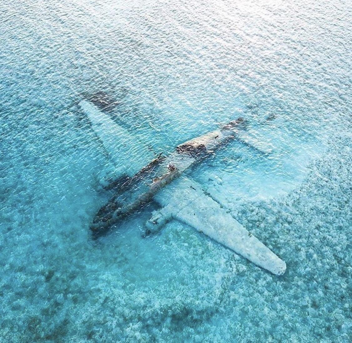 Pablo Escobar's Sunken Drug Plane Normans Cay, Exuma