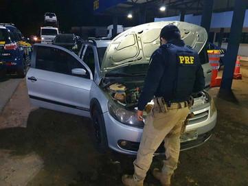 PRF recupera veículo roubado sendo transportado em caminhão cegonha, em Guaraí