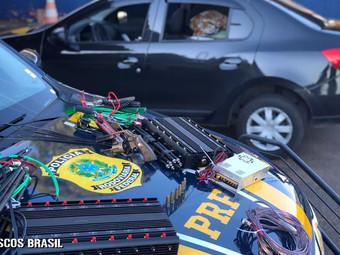 Roubo de carga - Passo Fundo. PRF prende trio, recupera veículo e apreende arma de fogo