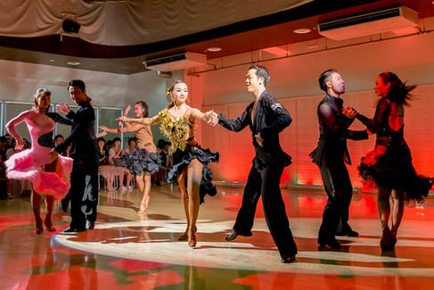 競技ダンスの世界へようこそ