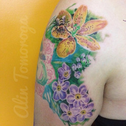 Watercolor Flowers Realistic Bee