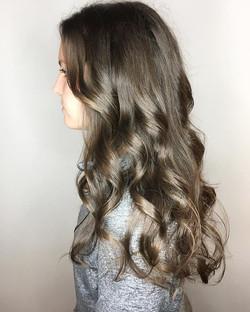 Curls abound🔶 _#uptowngreenville #mhhai
