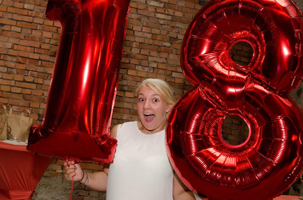 18.Geburtstag Foto Elisabeth mit Luftbalon