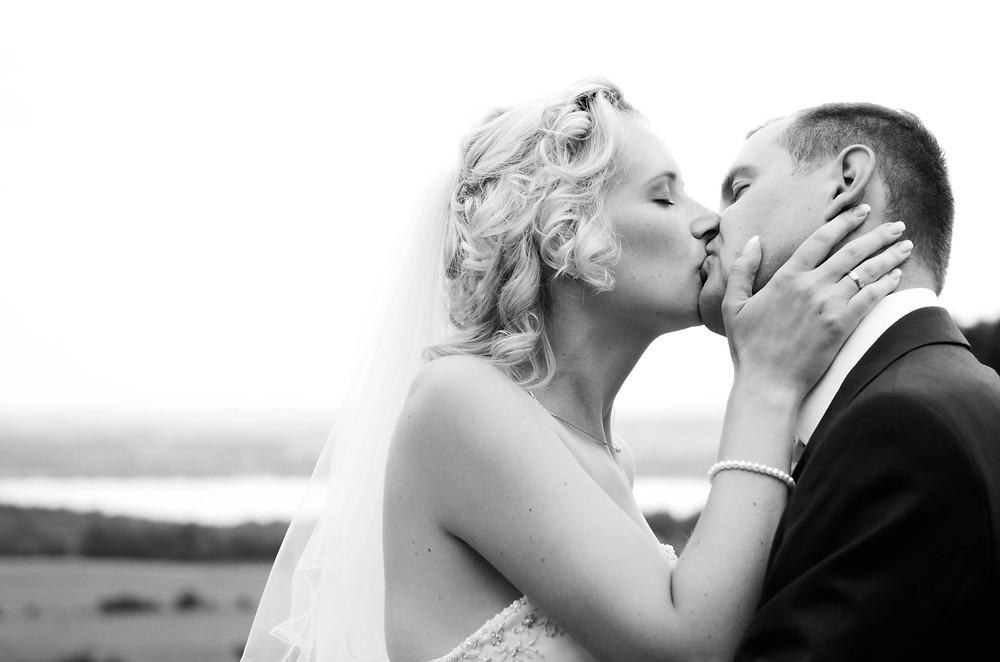 Hochzeitsfoto Paar küssend
