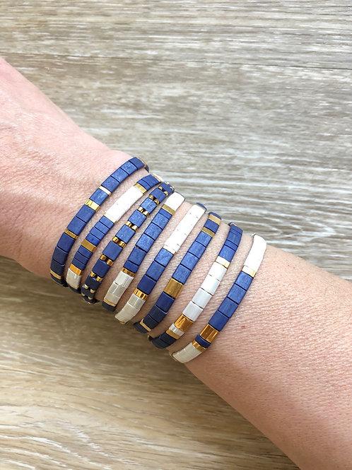Bracelet Huira bleu, blanc et doré en perles de verre et cordon