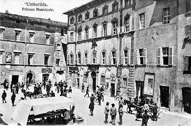 Piazza Umberto I - 1905.jpg