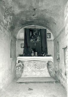 Foto 36 - 1975. Interno Chiesetta Madonn
