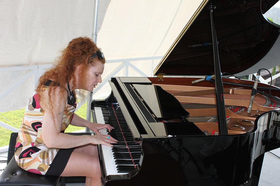 Stacie McGregor - Live Photo.jpg