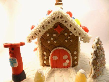 GingerbreadHouseAndrewKelsallWiki.jpg