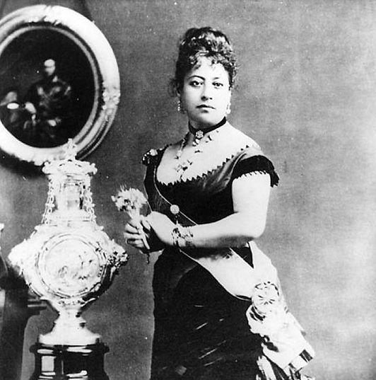 Queen_Emma_of_Hawaii_and_christening_fon
