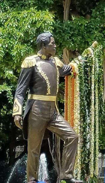 Kam III statue.jpeg