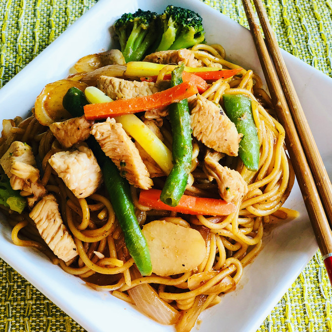 Stir Fry Noodles With Chicken and Vegetable