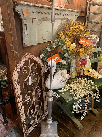 robins display with scrolly thing mantel