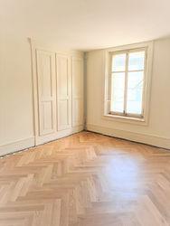 Zimmer mit Wandschrank.jpg