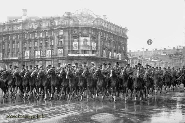 Конные Казаки на Параде Победы в Москве в 1945 году