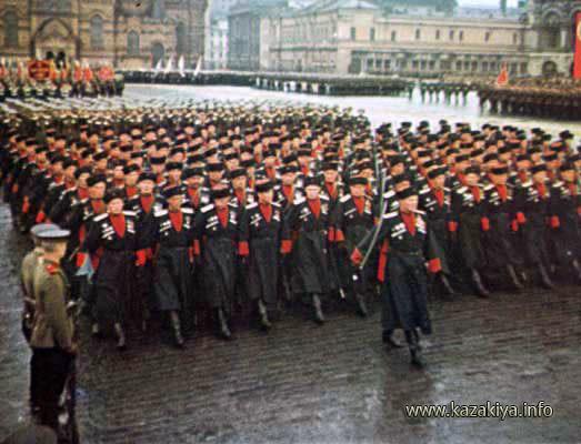 Казаки-пластуны на Параде Победы на Красной площади в Москве в 1945 году